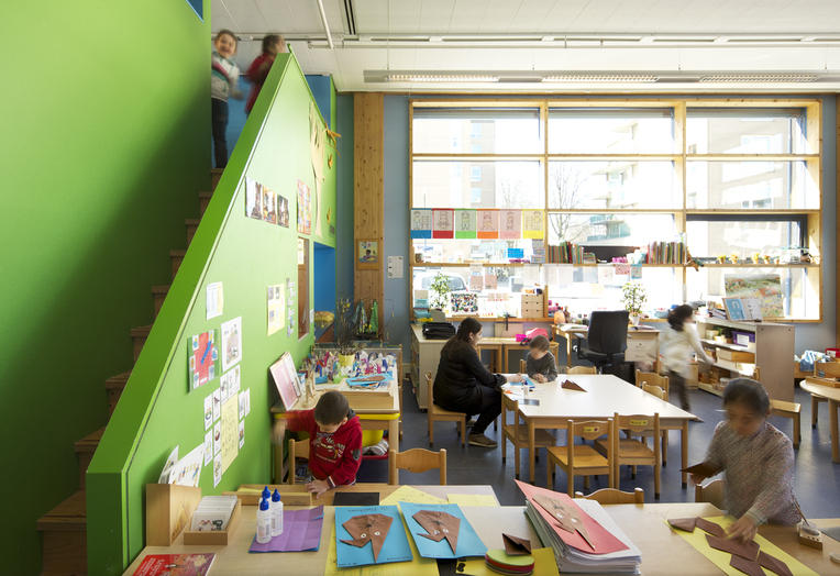 Community School The Frog, Amsterdam  –  bright classroom