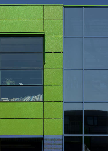 Community School The Frog, Amsterdam  –  maintenance-free facade