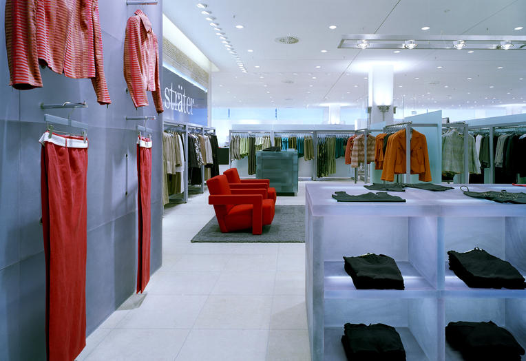 Claudia Sträter, Stuttgart, DE  –  Polyester presentation wall and display