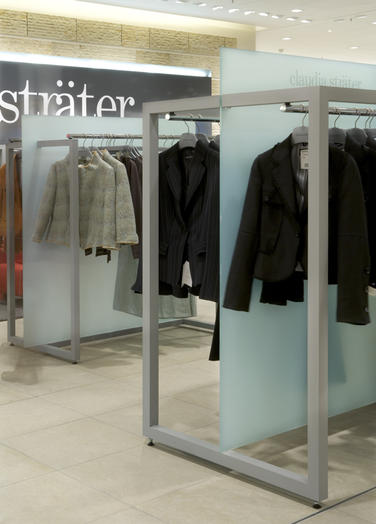 Claudia Sträter, Stuttgart, DE  –  There are sturdy racks of square tubing with a light-grey suede coating