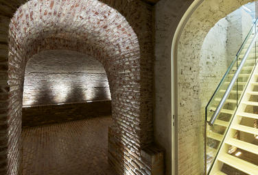 Maritime Museum, Amsterdam  –  Cellar: bathroom and cloakroom