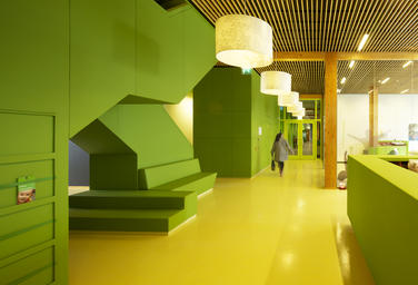 Community School The Frog, Amsterdam  –  Maintainance free material