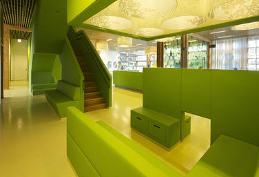 Community School The Frog, Amsterdam  –  Staircase and visitors room