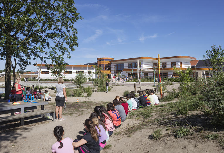 Childcentre Rivierenwijk, Deventer  –  Outside lessons, healthy school