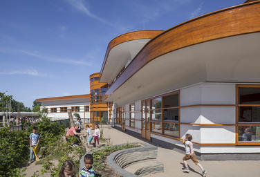 Childcentre Rivierenwijk, Deventer  –  Green and dynamic