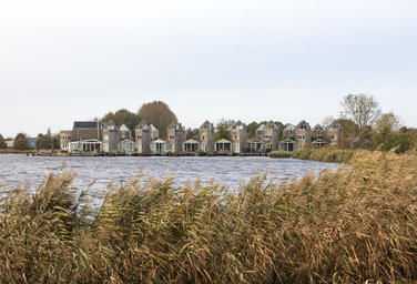 Bastion island, Leeuwarden   –  Living alongside the water with waving reeds