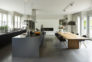 Villa, NL  –  designer kitchen with cooking isle